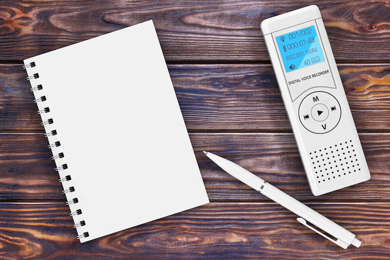 ノートとペンとレコーダー